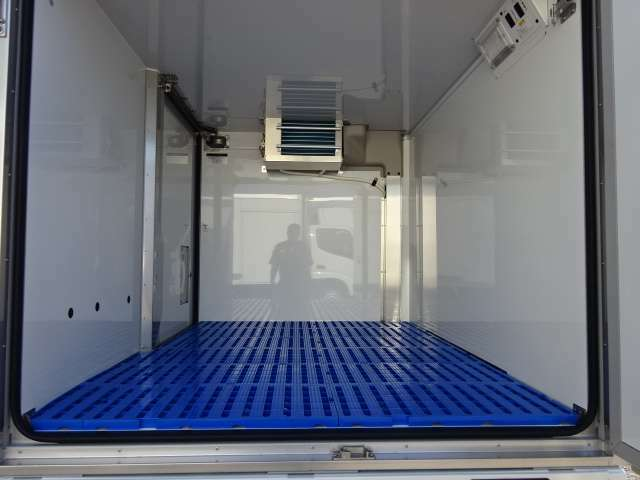 デンソー製冷凍機 ―7℃から+20℃設定 ダイハツ純正中温冷凍車 省力パック ハイルーフ キーレス サイドドア カラードバンパー 衝突被害軽減ブレーキ スマアシ バックソナー 4枚リーフサスペンション