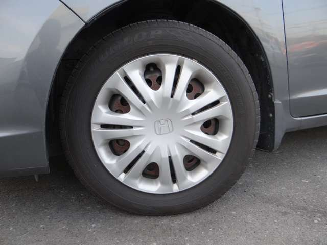タイヤの山もまだまだ大丈夫ですよ!購入時には格安で新品のタイヤへの交換も出来ますのでお気軽にご相談ください。