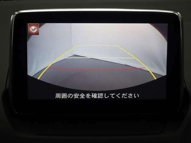 後退時に車両の後ろ側をモニター画面にカラー表示致します。車庫入れなどでバックをする際に後方確認が出来る為、バック、車庫入れが苦手な方でも安心して運転が出来ます♪
