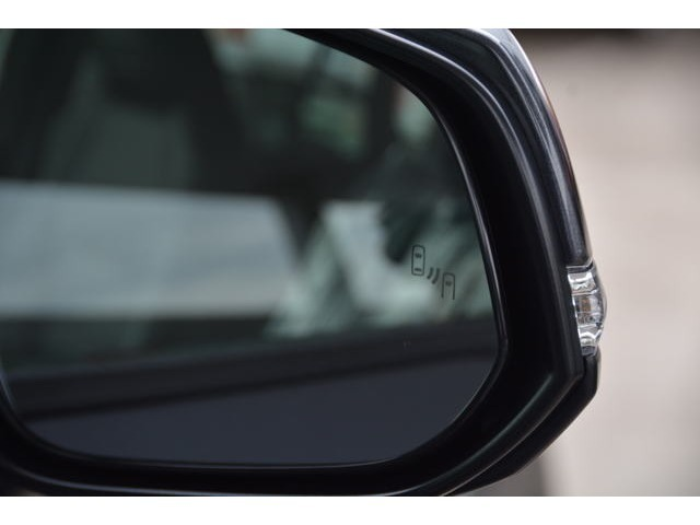 ブラインドスポットモニター付!隣車線を走る車をレーダーで検知♪ドアミラーで確認しにくい、後側方エリアに存在する車両に加えて、隣接する車線を最大約60m後方までモニターし、急接近してくる車両も検知します