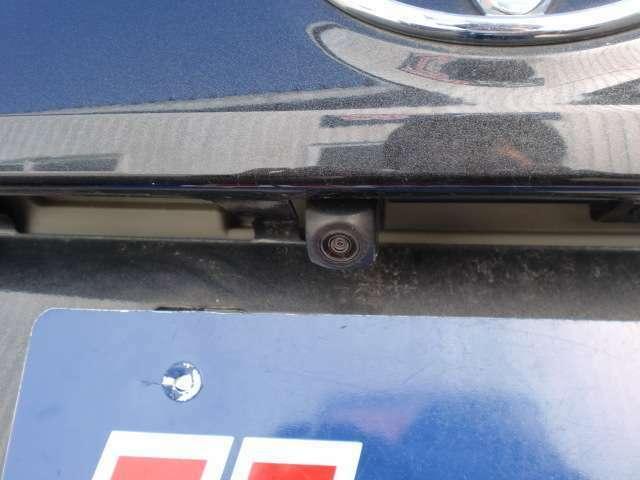 駐車時の後方確認に大変便利なバックカメラも付いています