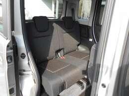 後部座席 「シートスライド、リクライニング可能」