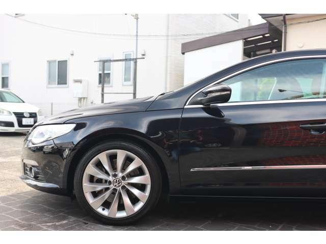 エレガントなドライブフィールのみならず、安定感を伴ったスポーツドライブさえ容易に堪能させる深みのあるシャシーポテンシャル。VWの総合力を存分に体感させるプレミアムクーペ。