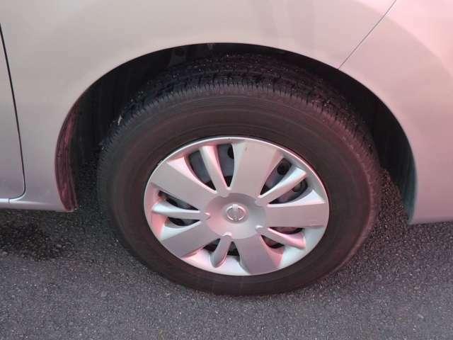 タイヤの残溝は4本とも十分残っておりますので、まだまだ使用可能です★