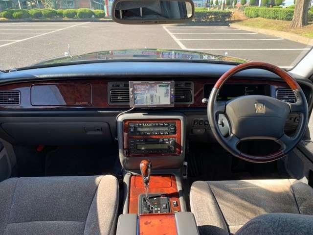 ウッドパネル/コンビハンドルが上品なインテリアです!ハンドルが軽いので運転もしやすいですよ!