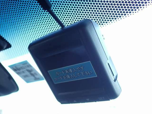 安心のホンダ純正ドライブレコーダーです。ドライブレコーダーの本質は安心・安全のバックアップ。イザというときに「録画されてなかった」では済まされませんので、メーカー純正がオススメです!