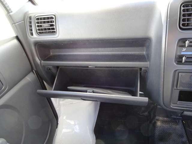 助手席側のグローブバックスです