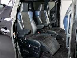 特別仕様車専用シートになります!ハーフレザーシートになり高級感も御座います!