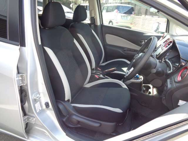 車検、令和5年4月迄御座います・白/黒コンビシート・内外装とも綺麗な状態です