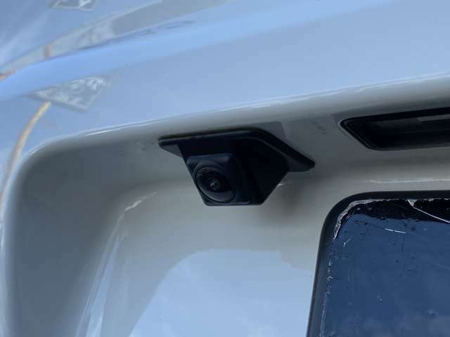 純正バックカメラで取り付け部分も車輌に収まっています!