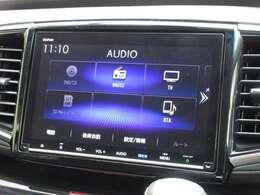 ホンダ純正9インチメモリーナビ(VXM-207VFNi)が装着されております。AM、FM、CD、DVD再生、音楽録音再生、フルセグTV、Bluetoothがご使用いただけます。初めて訪れた場所でも道に迷わず安心ですね!