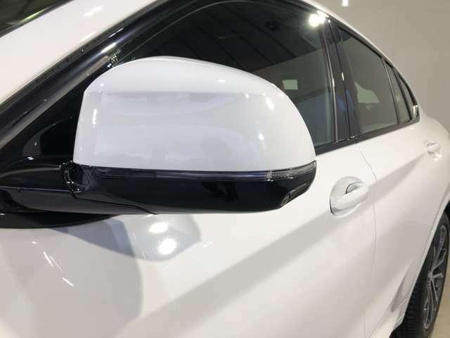 自動防眩 ヒーター内臓 LEDウィンカー内臓ドアミラー 自動防眩はミラーに無段階に反射率を調整し後続車の眩しいライト反射を軽減し夜間の安全な運転に貢献します。