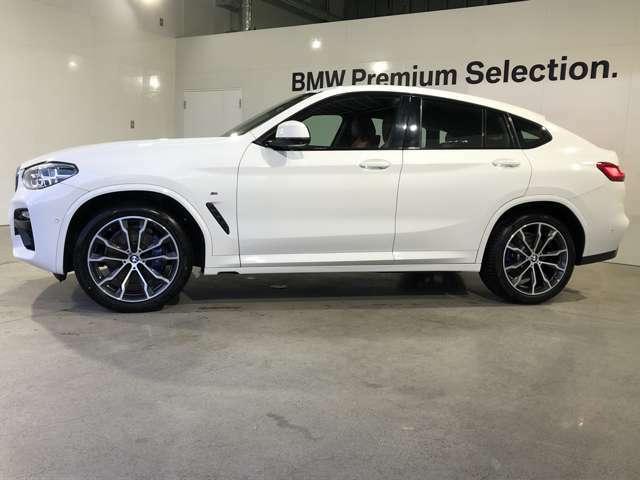 50:50の理想的な重量配分。加減速時やコーナリング時の重心の片寄りを抑えて常に快適なハンドリングとロードホールディングを約束します。BMWの駆け抜ける歓びをさらに実感いただけます。