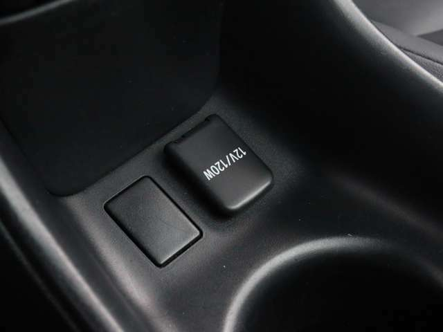 【 アクセサリーソケット 】車内でスマートフォンの充電器等が使用可能です!
