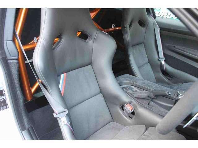 ★左右シートはカーボン製フルバケットシートになります♪シートの擦れ、破れなどは有りません♪