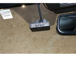 ドライブレコーダー装備です。急ブレーキ急ハンドルの際に。万が一のトラブルの為にも走行画像記録します。