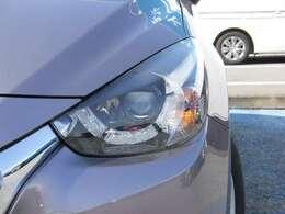 ヘッドライトにはLEDを採用!部分的にハイビームとロービームを使い分けるアダプティブLEDヘッドライトを装備!!進行方向はハイビーム、対向車へはロービームと自動で照射範囲をコントロールしてくれます!!