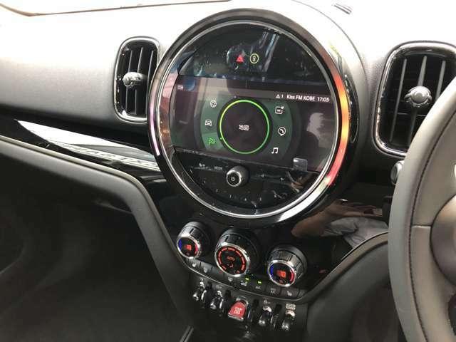 ディスプレイリングのカラーは回転数に応じて変化するタイプやアンビエントライトと連動させることができます。