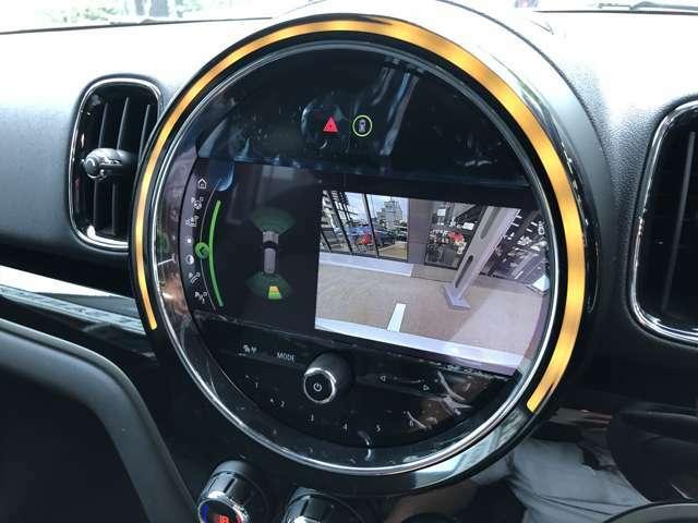 リヤビューカメラ&PDC(パークディスタンスコントロール)を装備。PDCは車両の後方や前方にある障害物までの距離を信号音で知らせ、狭いスペースや視認性の悪い環境での駐車や車庫入れをサポートします!