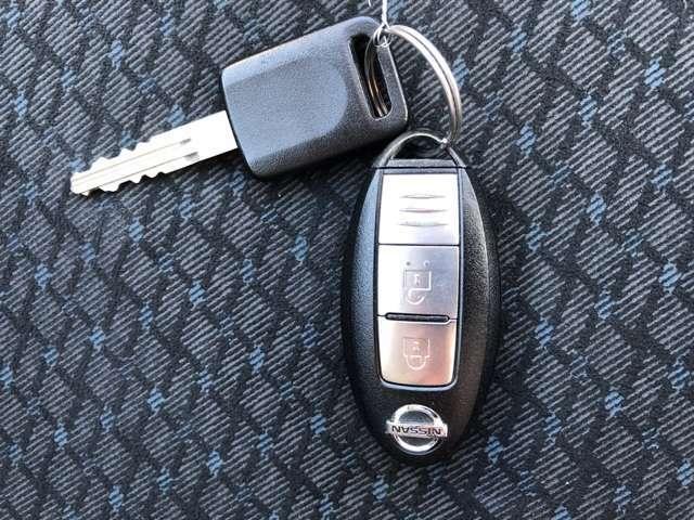 インテリジェントキーはバッグなどにキーが入っていれば、指一本でドアのロック/アンロックができます