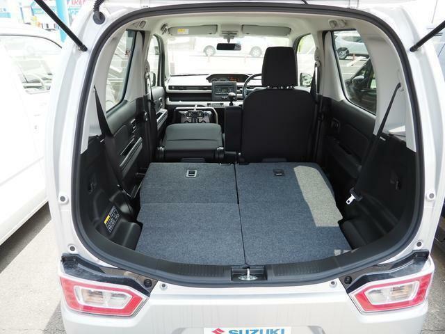シートアレンジ2?前席シートも倒せますので更に広く積載スペースができます!!長机なんかも載ったりして・・・イザという時便利で頼りになります!!