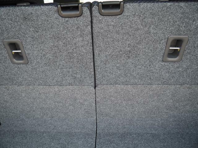 チャイルドシート固定用アンカー装備。お子様を安心して載せられます(ISOFIX対応チャイルドシート固定用アンカー)。