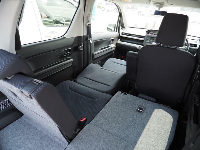 長時間のドライブで仮眠等・・・シートを倒せば・・・アラ便利!!助手席側だけでなく運転席側も同様に倒れてベットになってゆっくり休めます!!オートキャンプにも使えるかも・・・