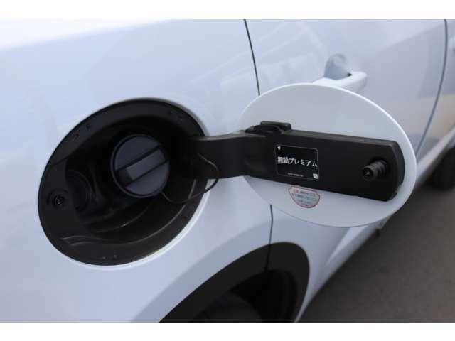 200馬力のガソリンエンジンはパワフルでダイナミックな走りを実現します。