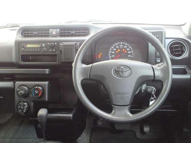 一日に、何時間もそこで過ごすこともあるビジネスカーだから。室内は快適で、飽きのこないようなシンプルなデザイン♪スイッチ類は、ドライバーの手で操作しやすい位置にまとめられています(*^^*)