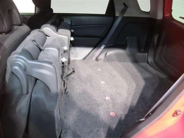 ☆荷室☆シートを倒すとさらに多くの荷物も積めます!