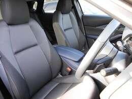 運転席・助手席シートもとても奇麗です。