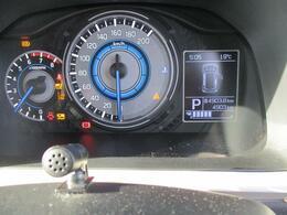 シンプルでスッキリしたメーターデザインはドライブを楽しくさせます。最近のお車は低燃費運転をしていただくと標記がかわる工夫も施されています。あなた好みのアクセントをつけてみるのも良いかもしれませんよ!