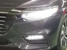 暗い夜道を明るく照らすLEDヘッドライトを装備しています。フォグライトも付いて夜のドライブも安心ですね!