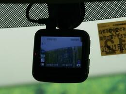 ドライブレコーダーを装備!!万が一の時に役立ちます。安心して快適なドライブをお楽しみください♪