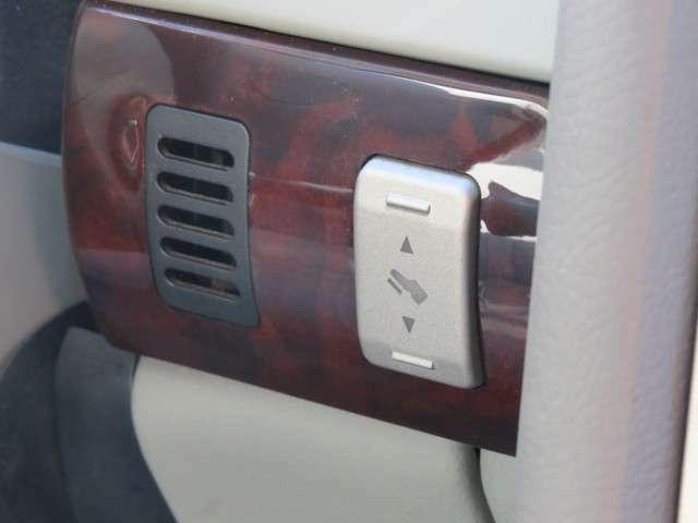 こちらのスイッチにより、ペダルを前後に移動させることができます!様々な体格の人でも自分に合ったドライビングポジションに調節することができます!