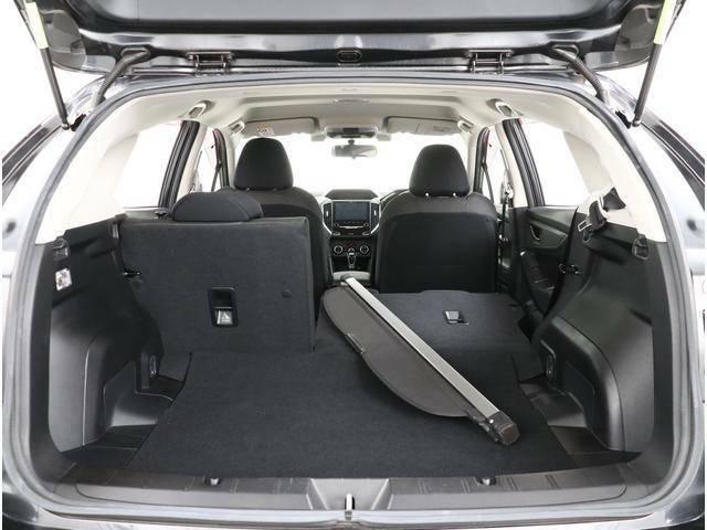 後部座席を倒せば更に荷室が広くなります!