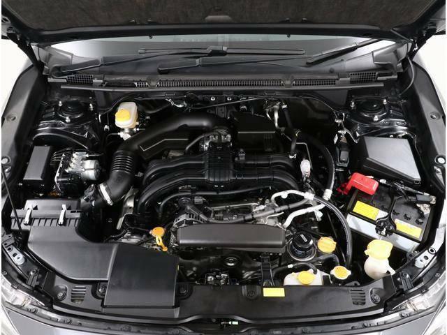スバルの水平対向エンジンは振動が少なく、重心位置が低いため快適性と安定性が優れており、振動の少なさは長距離ドライブで疲労感を軽減!また交差点を曲がるだけでも安定性の高さを感じることができます!!