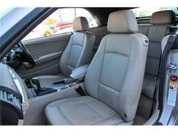 フロントシートには寒い時期に嬉しいシートヒーターも装備