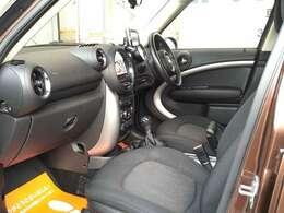 内装は嫌な臭いなど無く清潔感のある車内です。