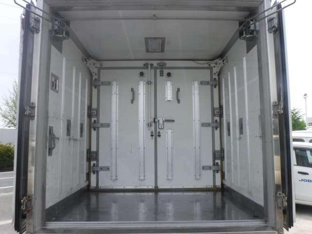 内外装クリーニングを行っております。トラックでは荷台再塗装や下回りの塗装も行っております。是非現車でもご確認下さい!!きっとご満足頂けます!!フリーダイヤル0066-9701-1734☆