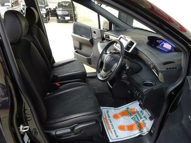 ■ 運転席 ■ 雨の日の視界もクリアーに!ウィンドウ撥水ガラス系コーティング!! 雨の日の運転が苦手なお客様におすすめのオプションです。