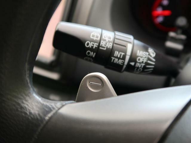 【パドルシフト】ステアリングを握りながら任意でシフトチェンジが可能です。思いのままに車を操る楽しさを体感下さい☆