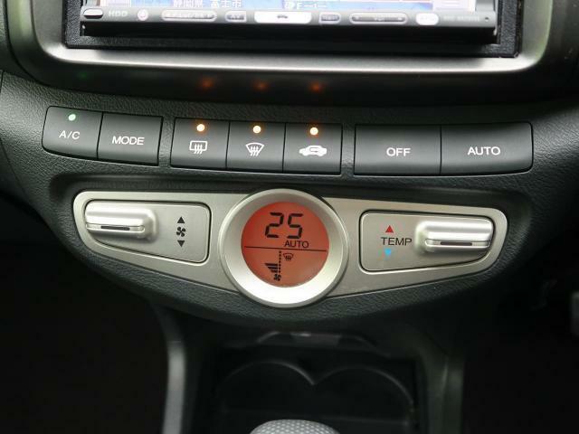 【オートエアコン】寒い冬も暑い夏も全席に快適な空調をお届けします!快適なドライブをお楽しみください☆