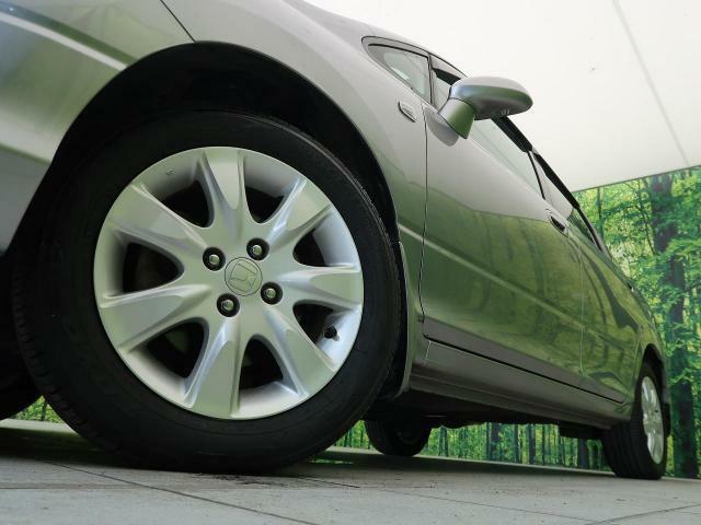【純正アルミホイール】専用のアルミで、お車のイメージに合っていますね♪また、社外のアルミや、スタッドレスタイヤも絶賛販売中☆ドレスアップもカスタマイズもお任せください!