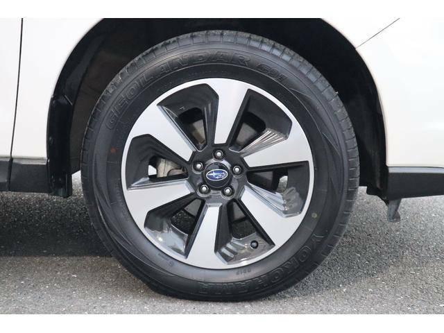 SUVらしく力強いデザインの純正17インチアルミ