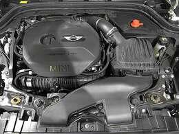 BMW製2.0L直列4気筒ターボエンジン。192PS/280Nm(カタログ値)