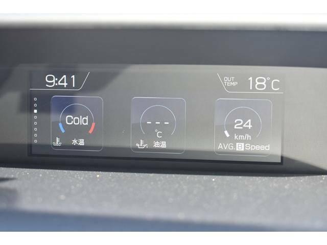 液晶パネルにはアイサイトの作動状況や燃費グラフ、点検時期など様々な情報が表示されます