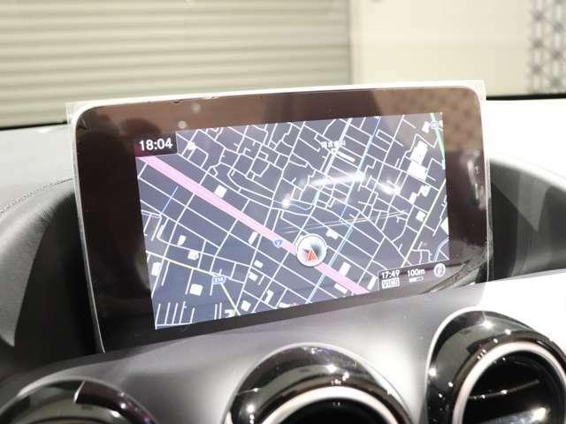 視認性に優れる10.25インチワイドディスプレイ、指で触れることでセレクット、スワイプなどの操作ができるセンターコンソールのタッチパッドで多彩な機能が直感的に操れます♪