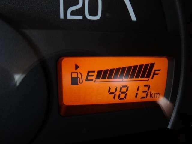 走行距離は4813キロメートルで、当社試乗車です。