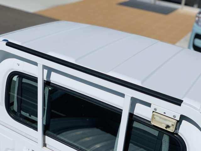 チャンネルポストアッパープレート付き。長尺の積荷を立て掛ける際に積荷へのダメージを軽減します。